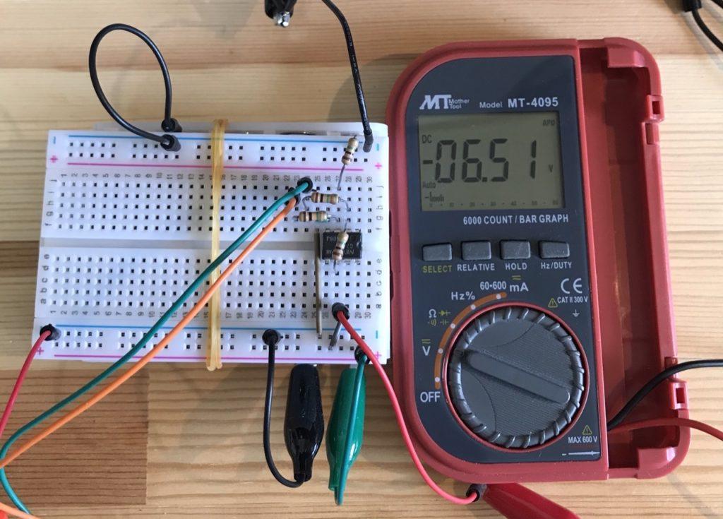 差動増幅器マイナス側電圧