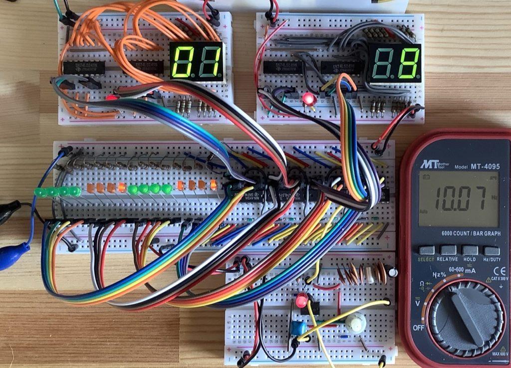 16ビットバイナリカウンタと8ビットディスプレイ